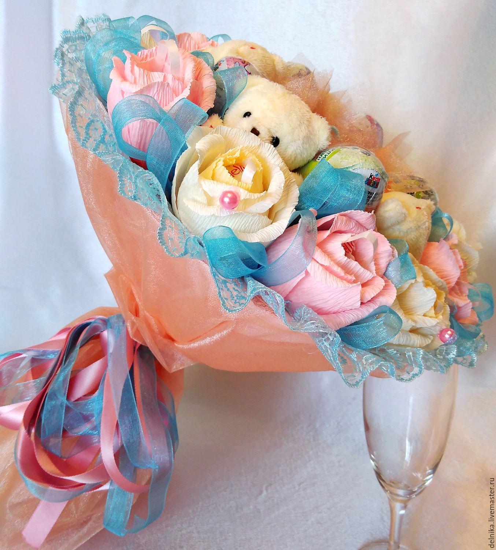 Букет для девочки из игрушек и конфет