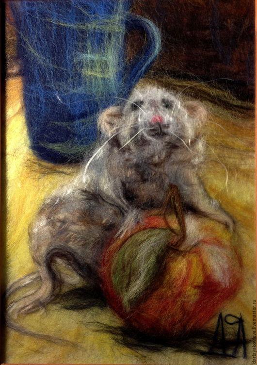 Животные ручной работы. Ярмарка Мастеров - ручная работа. Купить Картина из шерсти Мышь с яблоком. Handmade. Серый, мышь