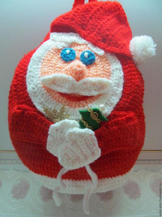 """Новый год 2017 ручной работы. Ярмарка Мастеров - ручная работа. Купить Вязаный рюкзак """"Дедушка Мороз"""". Handmade. Ярко-красный"""