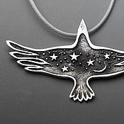 Украшения ручной работы. Ярмарка Мастеров - ручная работа кулон из серебра со звездами и луной в виде ворона Птица Ночи. Handmade.