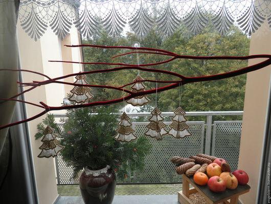 """Подвески ручной работы. Ярмарка Мастеров - ручная работа. Купить Новогодние кружевные подвески  """"Елочки"""". Handmade. Рождественский подарок, кружево"""