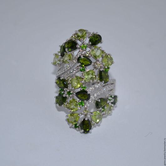 Кольца ручной работы. Ярмарка Мастеров - ручная работа. Купить Крупное женственное кольцо с диопсидами и хризолитами. Handmade. Зеленый