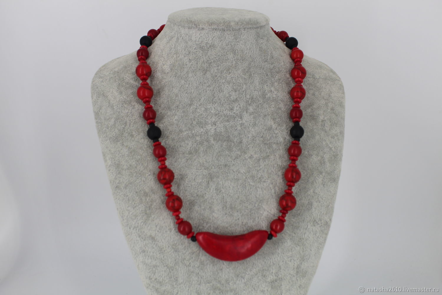 Necklace made of howlite and shungite stones ' Red and black', Necklace, Velikiy Novgorod,  Фото №1