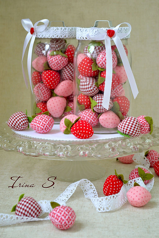 Кухня ручной работы. Ярмарка Мастеров - ручная работа. Купить Strawberries.... Handmade. Ярко-красный, украшение для кухни, пуговка
