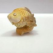 """Статуэтки ручной работы. Ярмарка Мастеров - ручная работа Нэцкэ """"Золотая рыбка"""". Handmade."""