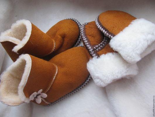 Одежда для девочек, ручной работы. Ярмарка Мастеров - ручная работа. Купить Меховые домашн.сапожки+варежки из овчины. Handmade. детские сапожки