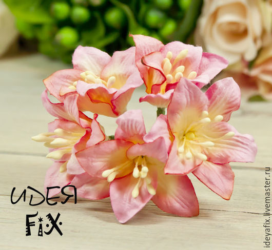 Диаметр цветка около 45 мм. Длина проволочного стебелька 7 см.  Цена указана за 1 цветок. На фото представлен букет из 5 цветочков.