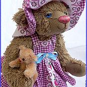 Куклы и игрушки ручной работы. Ярмарка Мастеров - ручная работа Девочка с куклой. Handmade.