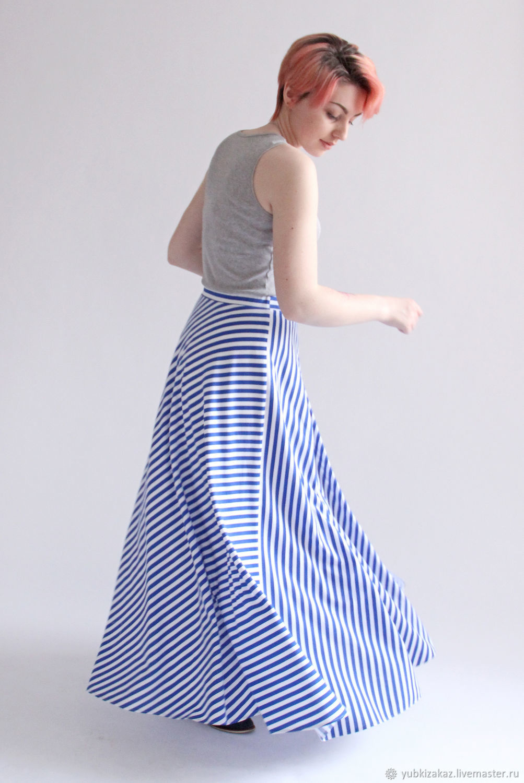 Юбка с синими и белыми полосками