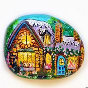 """Сувениры и подарки ручной работы. Ярмарка Мастеров - ручная работа """"Уютный домик в лесу"""" камешек-магнит. Handmade."""