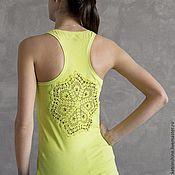 Одежда ручной работы. Ярмарка Мастеров - ручная работа Cалатовая майка с ажурной аппликацией на спине Размер S. Handmade.