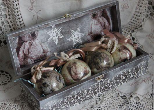 Новый год 2017 ручной работы. Ярмарка Мастеров - ручная работа. Купить Подарочный набор ёлочных шаров в деревянном коробе Дед Мороз. Handmade.