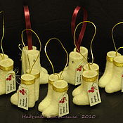 Подарки к праздникам ручной работы. Ярмарка Мастеров - ручная работа Мини-валеночки (украшение на ёлку). Handmade.