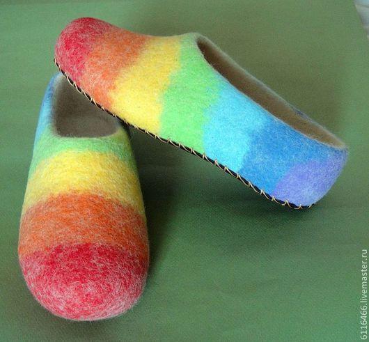 Обувь ручной работы. Ярмарка Мастеров - ручная работа. Купить домашние валяные тапочки из натуральной шерсти Радужные. Handmade.