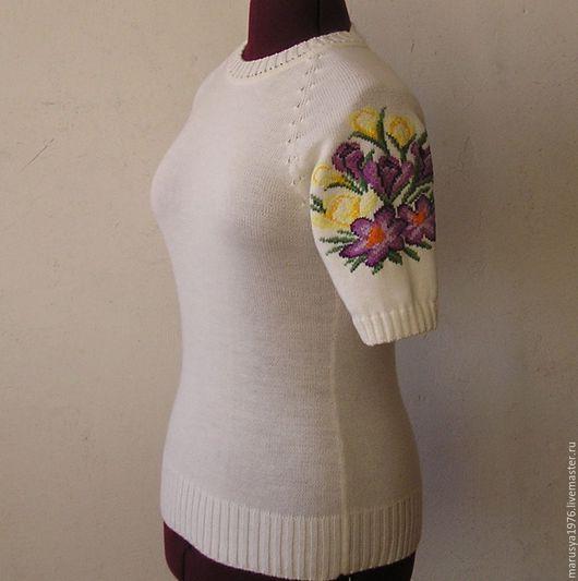 Кофты и свитера ручной работы. Ярмарка Мастеров - ручная работа. Купить Джемпер с вышивкой. Крокусы.. Handmade. Рисунок, крокусы