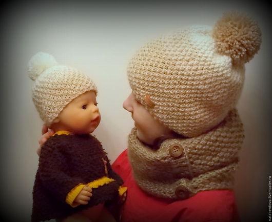 Шапки и шарфы ручной работы. Ярмарка Мастеров - ручная работа. Купить Шапочка вязаная для девочки и ее куклы. Handmade. Бежевый