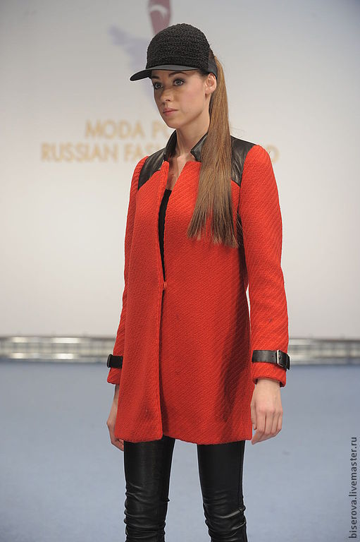 Верхняя одежда ручной работы. Ярмарка Мастеров - ручная работа. Купить Маленькое красное пальто из шерсти с кожаными вставками. Handmade.