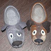 """Обувь ручной работы. Ярмарка Мастеров - ручная работа """"Ну ты, это... Заходи, если что...""""Мужские войлочные тапочки. Handmade."""