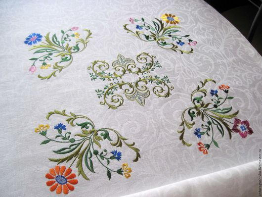 Скатерть с вышивкой, Практичный подарок, Подарок на новоселье, Вышитый текстиль, Вышитая скатерть