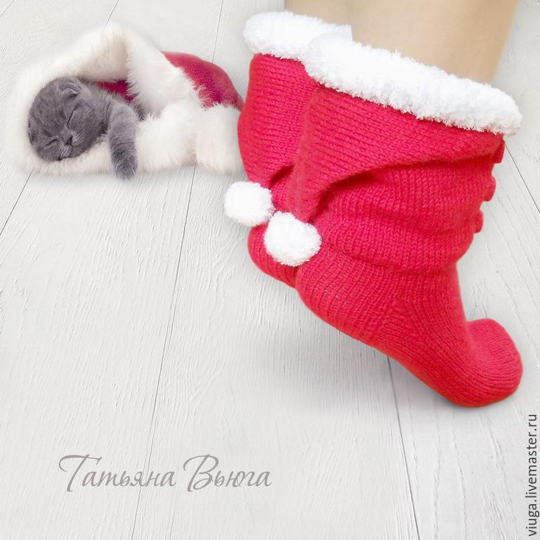 Вязаные носки Санты. Автор Татьяна Вьюга. Купить вязаные носки в подарок отличная идея чтобы сохранить теплые отношения.