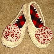 Обувь ручной работы. Ярмарка Мастеров - ручная работа Тапочки вязаные  белые с помпонами, р.37. Handmade.
