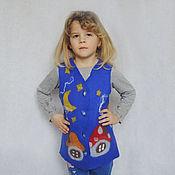 Работы для детей, ручной работы. Ярмарка Мастеров - ручная работа Жилет детский валяный Домик для смурфика (на 5-6 лет). Handmade.