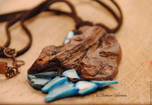 Кулоны, подвески ручной работы. Ярмарка Мастеров - ручная работа. Купить кулон из дерева с перламутром Источник. Handmade. Голубой