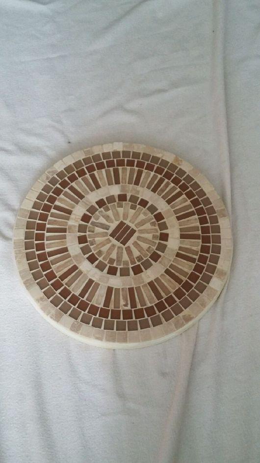 Мебель ручной работы. Ярмарка Мастеров - ручная работа. Купить Оригинальный бежевый стол с столешницей из стеклянной мозаики. Handmade. затирка