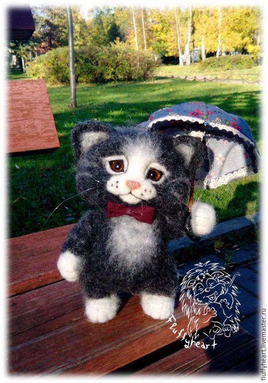Игрушки животные, ручной работы. Ярмарка Мастеров - ручная работа. Купить Кот с зонтиком. Handmade. Темно-серый, кот, питерский