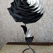 Роза Инь-Ян, цветок-статуэтка