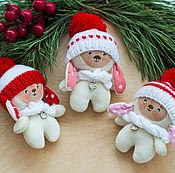 Куклы и игрушки ручной работы. Ярмарка Мастеров - ручная работа Зайчики в шапках. Handmade.