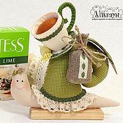 Куклы и игрушки ручной работы. Ярмарка Мастеров - ручная работа Улитка тильда Чашечка зеленого чая улиточка подарок. Handmade.
