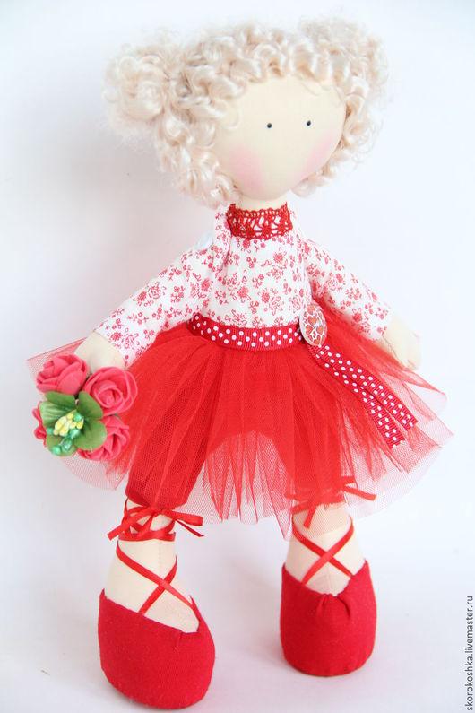 Человечки ручной работы. Ярмарка Мастеров - ручная работа. Купить Маленькая куколка-балерина в красной фатиновой юбке. Handmade. подарок