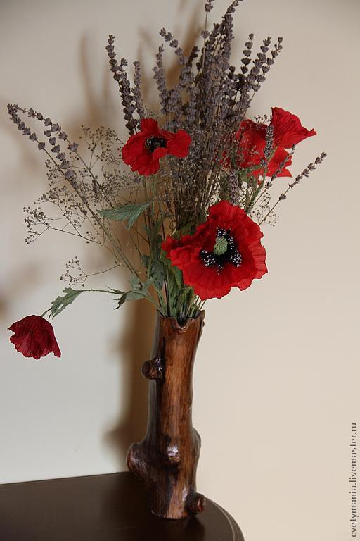 Букет маков с добавлением сухоцветов лаванды и гипсофилы.