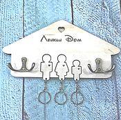 Ключницы ручной работы. Ярмарка Мастеров - ручная работа Ключница настенная с 3 брелками и гравировкой. Handmade.