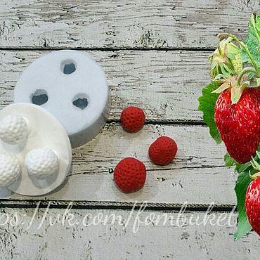 Материалы для творчества ручной работы. Ярмарка Мастеров - ручная работа Силиконовый молд для глины или жидкого фома ягод садовой клубники. Handmade.