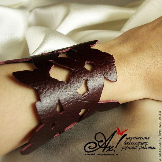 """Браслеты ручной работы. Ярмарка Мастеров - ручная работа. Купить Кожаный браслет """"Бабочки на руке"""". Handmade. Бордовый, шнуровка, браслет"""