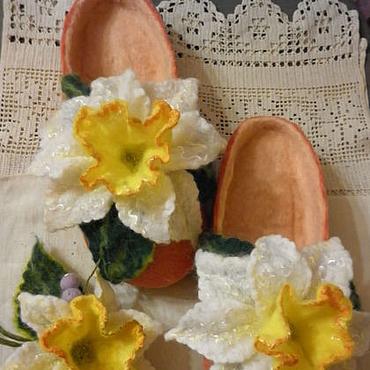 Обувь ручной работы. Ярмарка Мастеров - ручная работа Тапочки-шлепки валяные из шерсти Нежность нарцисса. Handmade.