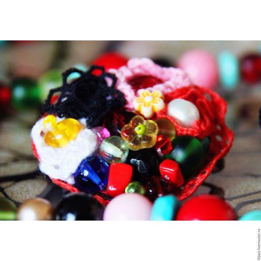 Яркая текстильная брошь из бусин, жемчуга, страз и хлопкового кружева, для того, чтобы праздновать жизнь! `Viva la vida!` Frida Kahlo (c).