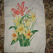 """Картины и панно ручной работы. Ярмарка Мастеров - ручная работа Вышитая картина """"Нарциссы и лилия"""". Handmade."""