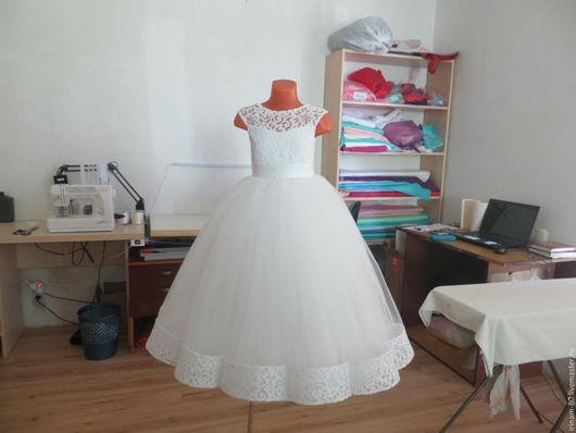 Одежда для девочек, ручной работы. Ярмарка Мастеров - ручная работа. Купить Нарядное пышное, кружевное платье для девочки. Handmade. Белый