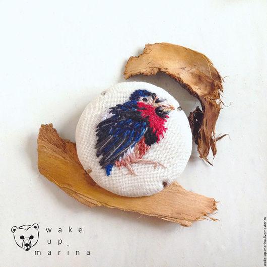Броши ручной работы. Ярмарка Мастеров - ручная работа. Купить Сенегальская либия - брошь с миниатюрной ручной вышивкой птицы. Handmade.