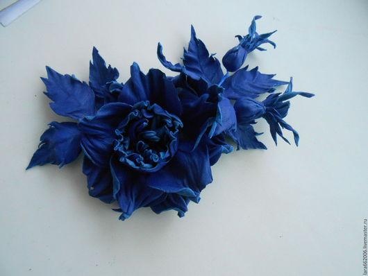 Кожаные украшения.Цветы из кожи. БРОШЬ  `ГЛОРИЯ`. Синяя роза из кожи.кожаные цветы, кожаные украшения, женские украшения, цветы ручной работы, брошь из кожи, заколка, ободок, обруч, браслет из кожи