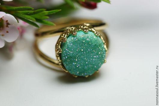 Кольца ручной работы. Ярмарка Мастеров - ручная работа. Купить Позолоченное круглое кольцо с мятными друзами кварца (маленькое). Handmade.