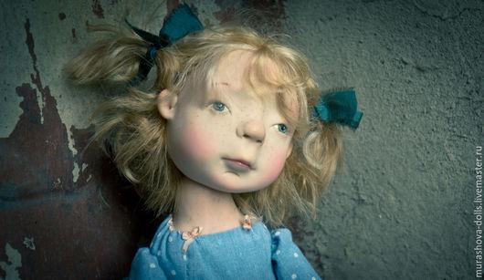 Коллекционные куклы ручной работы. Ярмарка Мастеров - ручная работа. Купить Девочка с голубыми бантиками Бронь. Handmade. Голубой, трессы
