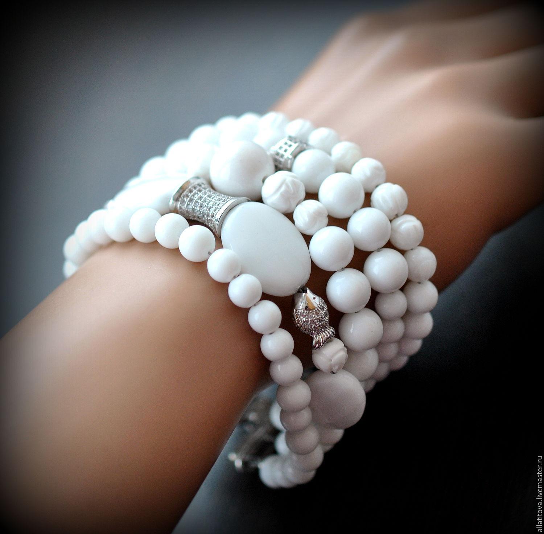 белые браслеты фото