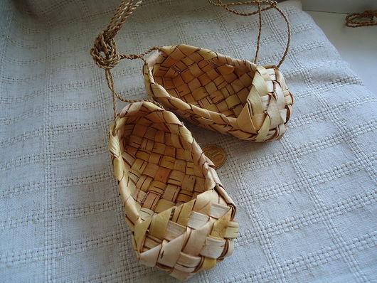 уральские сувенирные лапти из бересты