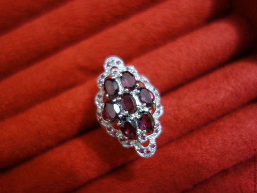 """Кольца ручной работы. Ярмарка Мастеров - ручная работа. Купить """"Lazzaro""""-красивое серебряное кольцо с родолитами гранатами. Handmade. Брусничный"""