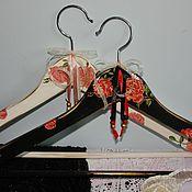 Для дома и интерьера ручной работы. Ярмарка Мастеров - ручная работа Вешалка - плечики для одежды  Розы для тебя. Handmade.