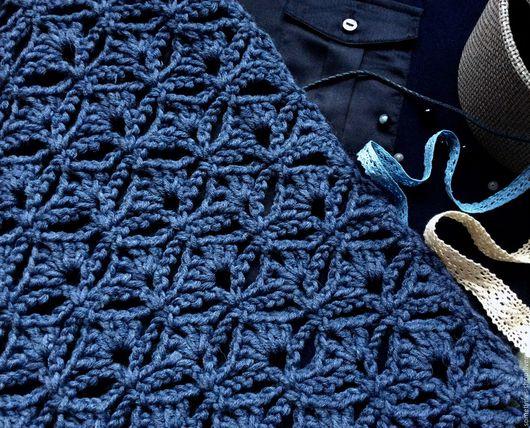 Палантин ручной работы `Все оттенки озерной воды`. Шарф крючком. Теплый шарф. Уютный шарф. Длинный шарф. Купить палантин ручной работы. Синий. Джинсовый. Sometimes. Ярмарка мастеров.